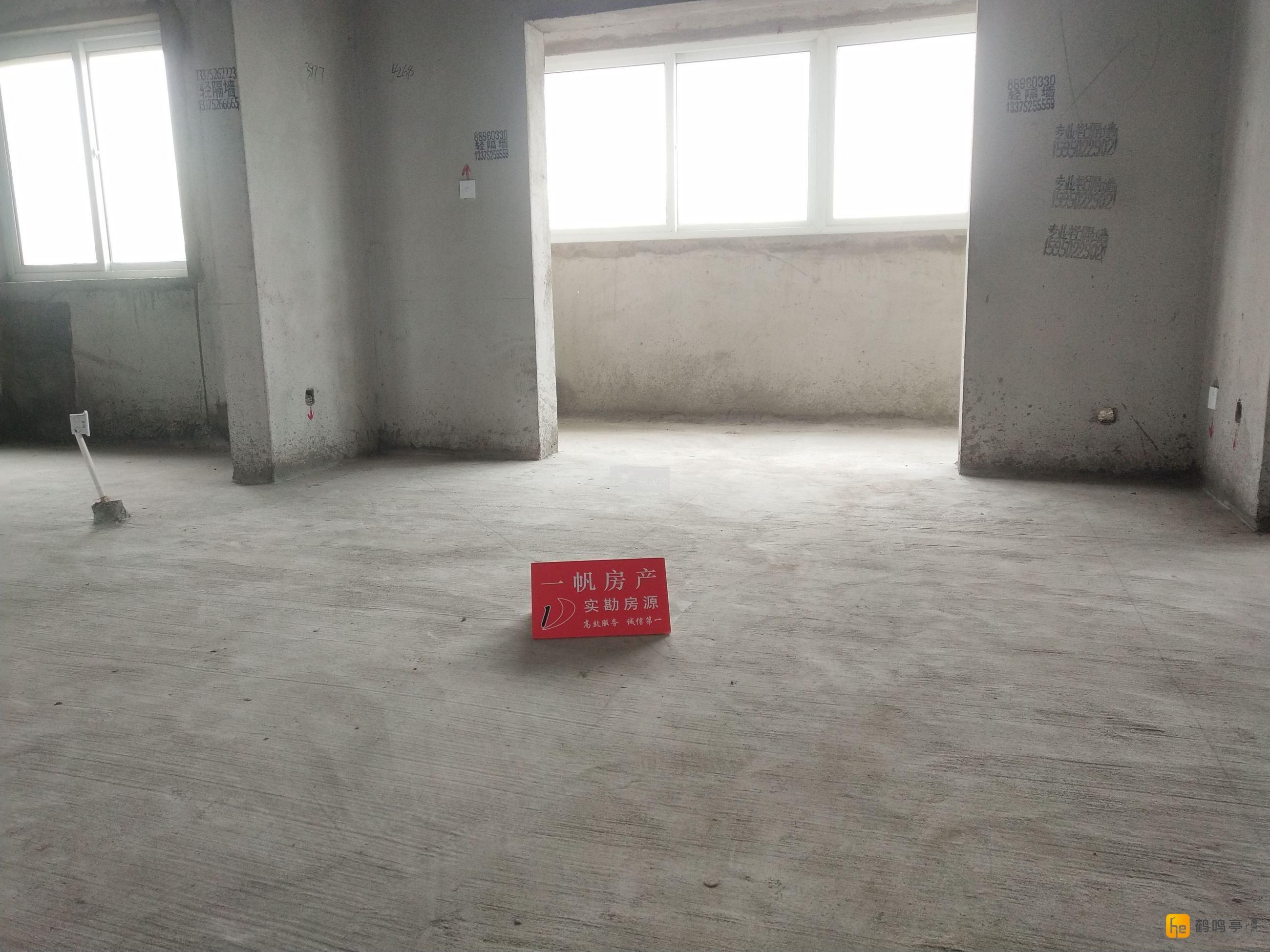 腾飞新城 三房 17楼 毛坯 134平米 11平米车库 117.6万