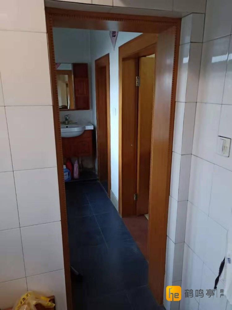 出售小海新村一套70.5平方住房