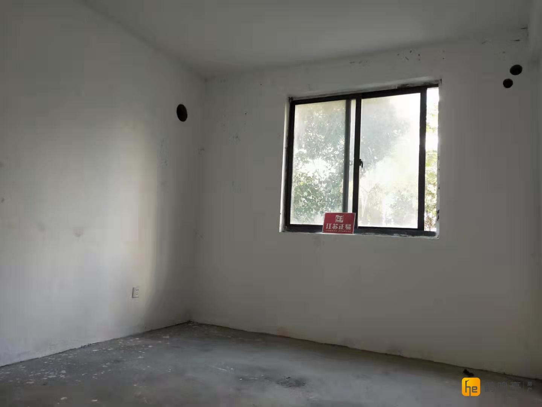 腾飞路九年制 西城逸品 毛坯三房 前排无遮挡 有匙