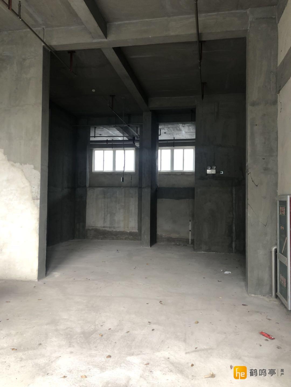 大庆路沿街层高6米商铺310平方 1万5包所有税