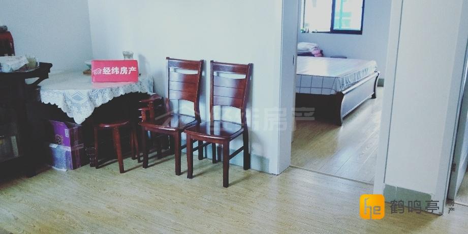 通榆北村近六中校园内4楼75平方送车库精装75万出售