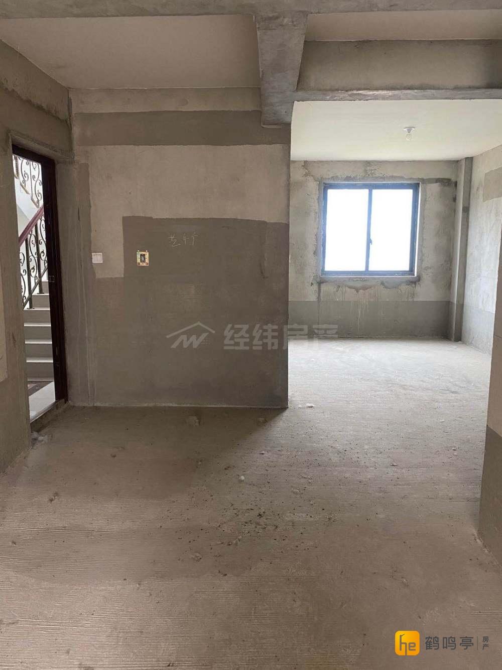 恒隆花园电梯洋房4楼125平方送车库车位毛坯现房130万出售