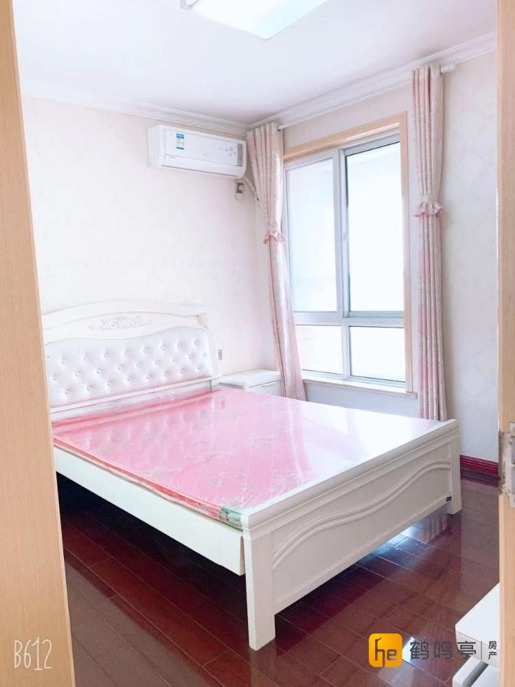 两室一厅一卫 精装修  家具齐全 拎包入住