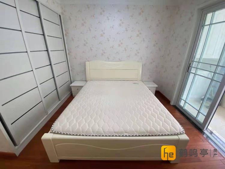 城南光明花苑73平精装2室送车库117.8万