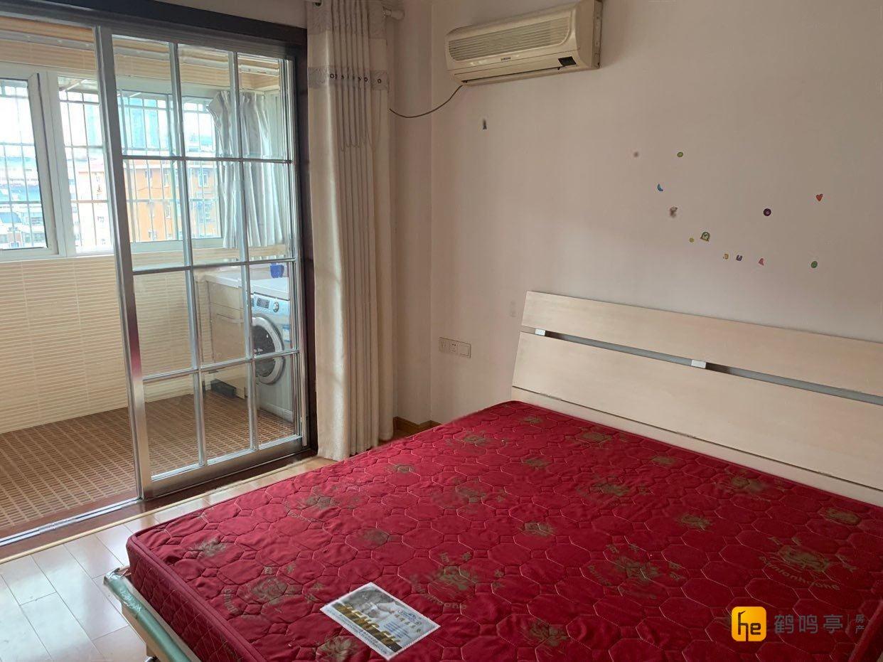 阳光汽配苑 3室2厅1卫 1850元月 精装修