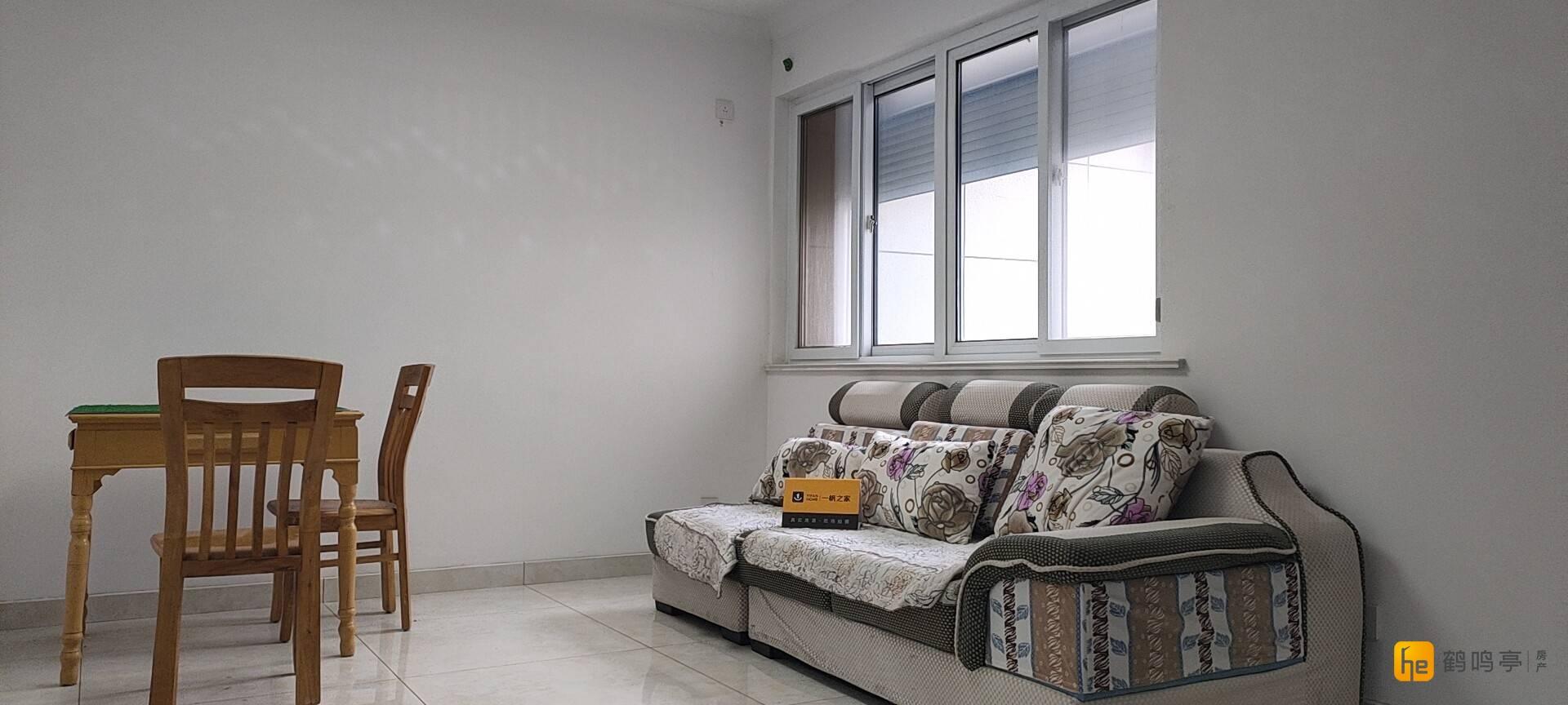 开发区商业街 新河家园 精装小两房 80.44平  125万